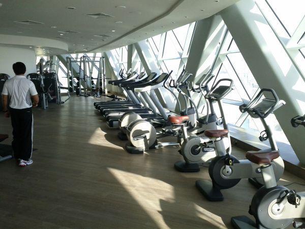 hyatt-capital-gate-abu-dhabi-fitness-center-equipment