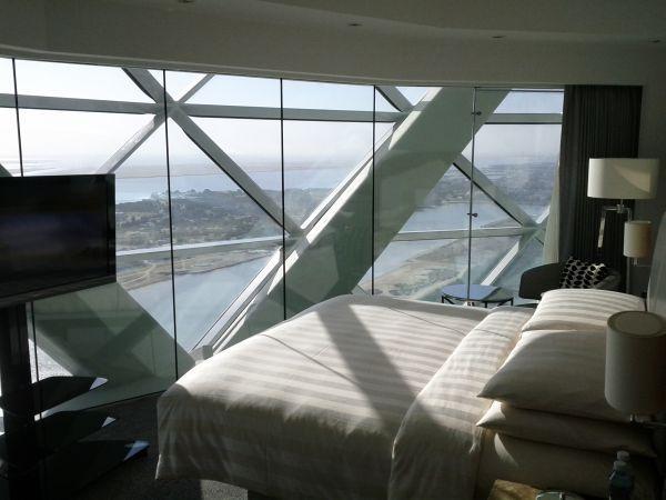 hyatt-capital-gate-abu-dhabi-suite-2212-bedroom-overall-view