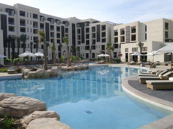 park-hyatt-abu-dhabi-resort-and-villas-pool-area-lagoon-pool