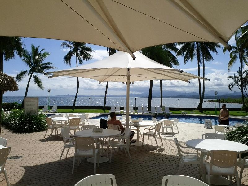 holiday-inn-suva-fiji-pool-sunny