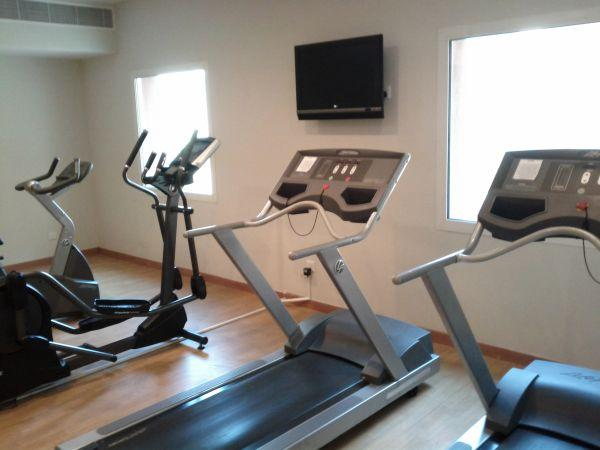 holiday-inn-express-dubai-internet-city-fitness-center