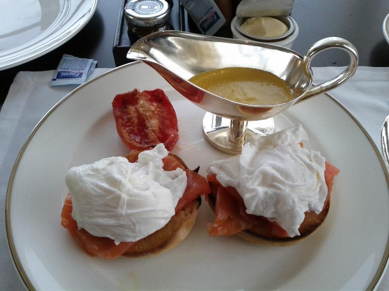 park-hyatt-abu-dhabi-resort-and-villas-breakfast-smoked-salmon-eggs-benedict-sause-on-the-side
