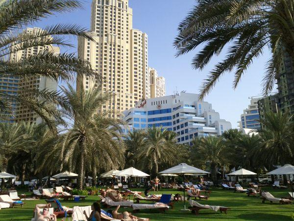sheraton-jumeirah-beach-resort-towers-view-of-the-bulding-from-the-garden