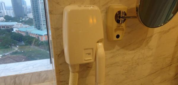 ritz-carlton-mega-kuningan-blow-dryer