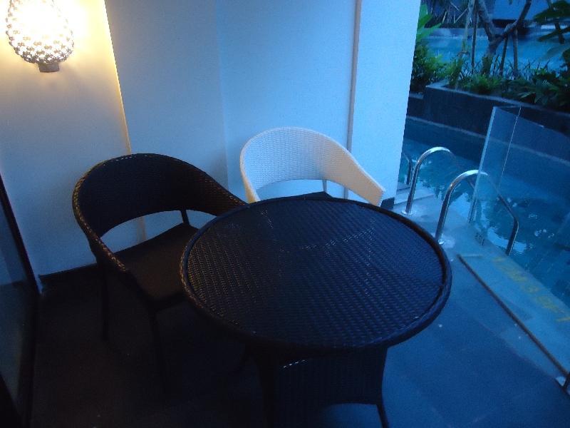 le-meridien-bali-jimbaran-studio-suite-123-balcony-chairs