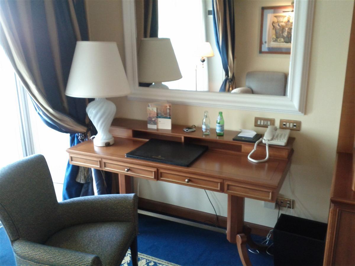 rome-cavalieri-room-435-work-desk