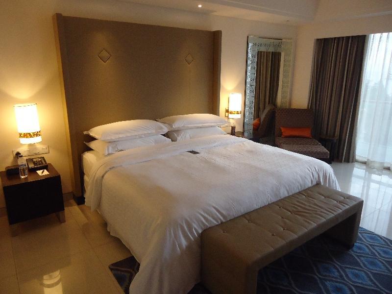 sheraton-kuta-ocean-suite-3011-bedroom-bed-other-view