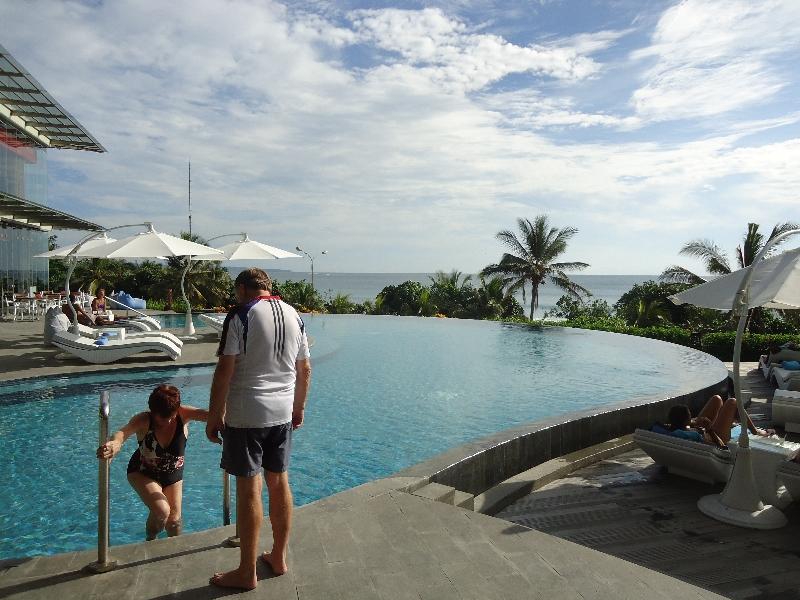 sheraton-kuta-pool-swimming