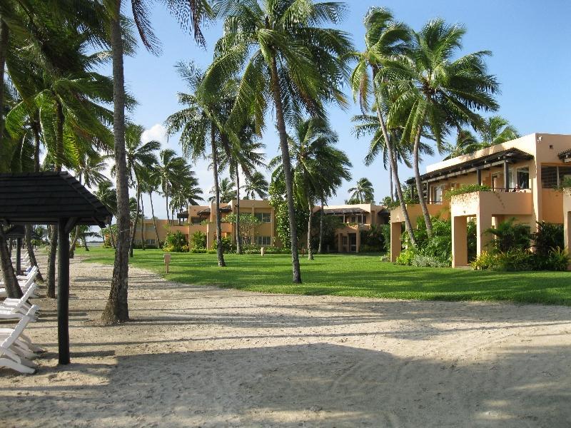 sheraton-fiji-ocean-front-buildings
