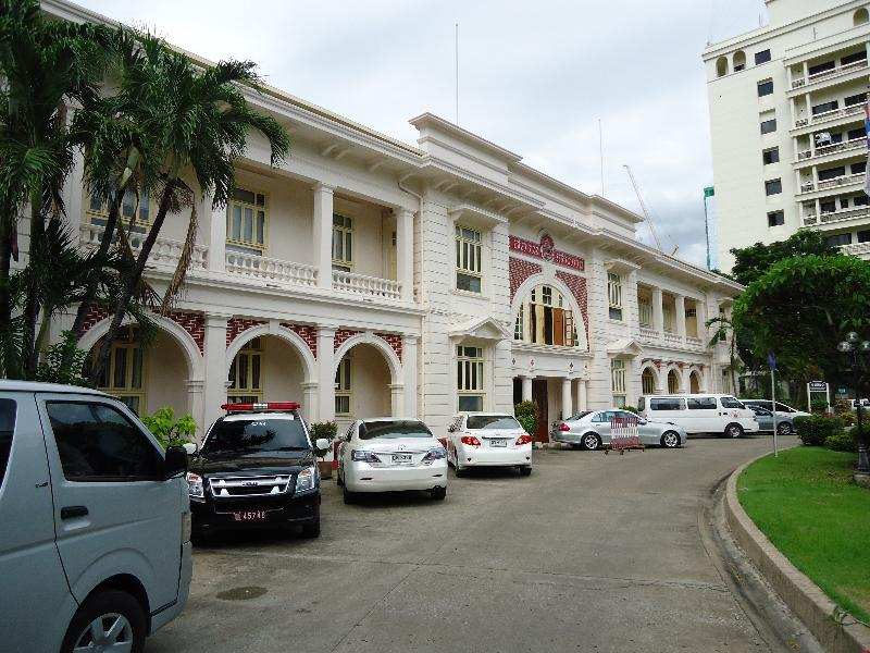 thai-red-cross-entrance