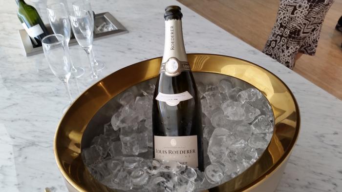 LAN Lounge Santiago Beverages Champagne