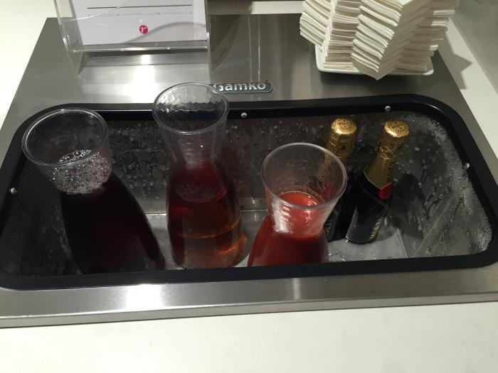 aa-lhr-arrivals-drinks2