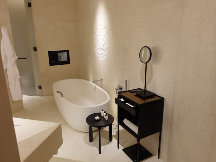 Park Hyatt Bangkok - Executive Suite 1616 - Bathroom