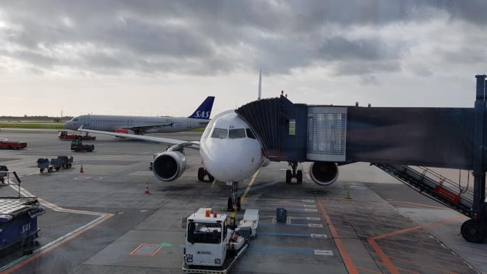 AY666 Plane At The Gate